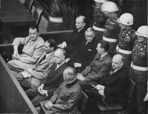Anklagebank beim Nürnberger Kriegsverbrechertribunal